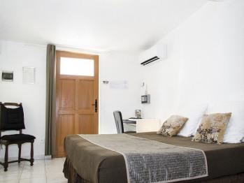 Double-Confort-Salle de Bain amenagée-Vue sur Jardin-PMR - Double room-Comfort-Mobility bath-Garden View-PMR