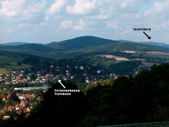 Die Lage der Ferienwohnung Trollmann im Thüringer Wald mit dem Inselsberg im Hintergrund