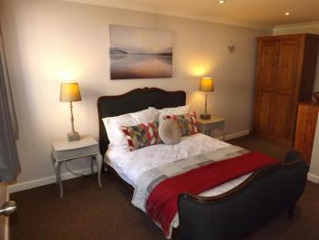 Cornflower Cottage 2 - Double Bedroom with En-Suite