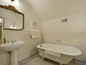 Double room-Ensuite with Bath-Standard-Countryside view-Schlemmer Room - Base Rate