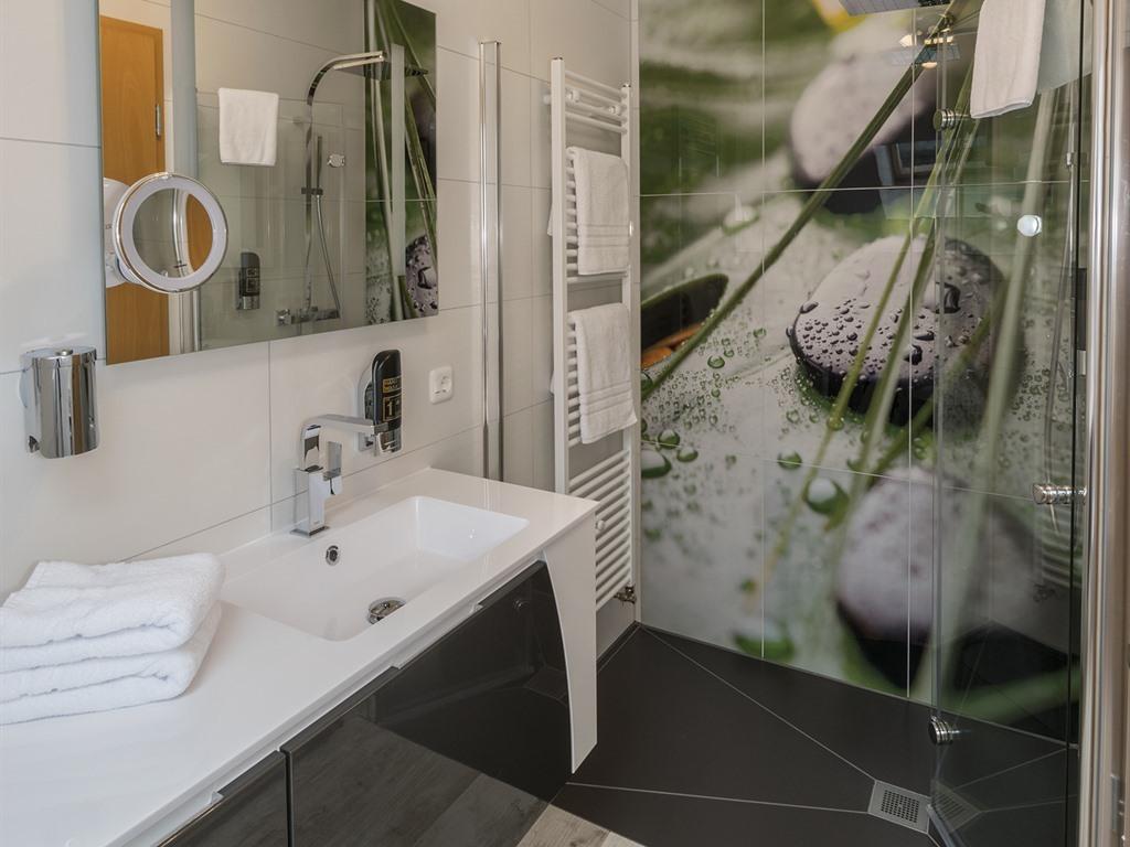 Doppelbett oder zwei Einzelbetten-Ensuite Dusche-Seeblick - Basistarif