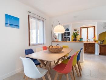 Pièce à vivre 40 m², accès terrasse et piscine, vue panoramique