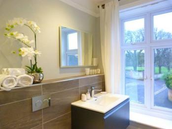 Rumens separate private bathroom