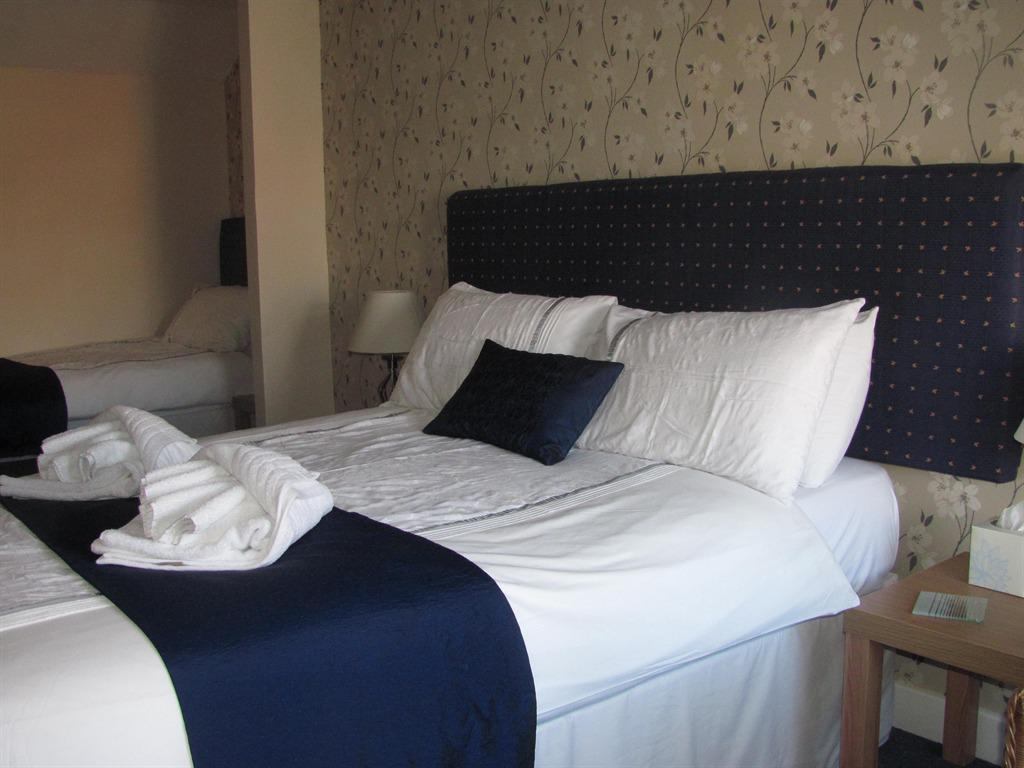 Triple room-Ensuite-SUITABLE FOR 3 ADULTS