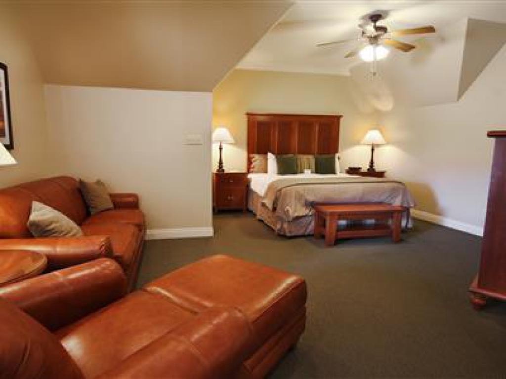 Quad room-Ensuite-Suite-306 Pavilion Suite