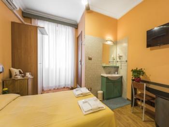 Matrimoniale-Classica-Bagno in camera con doccia