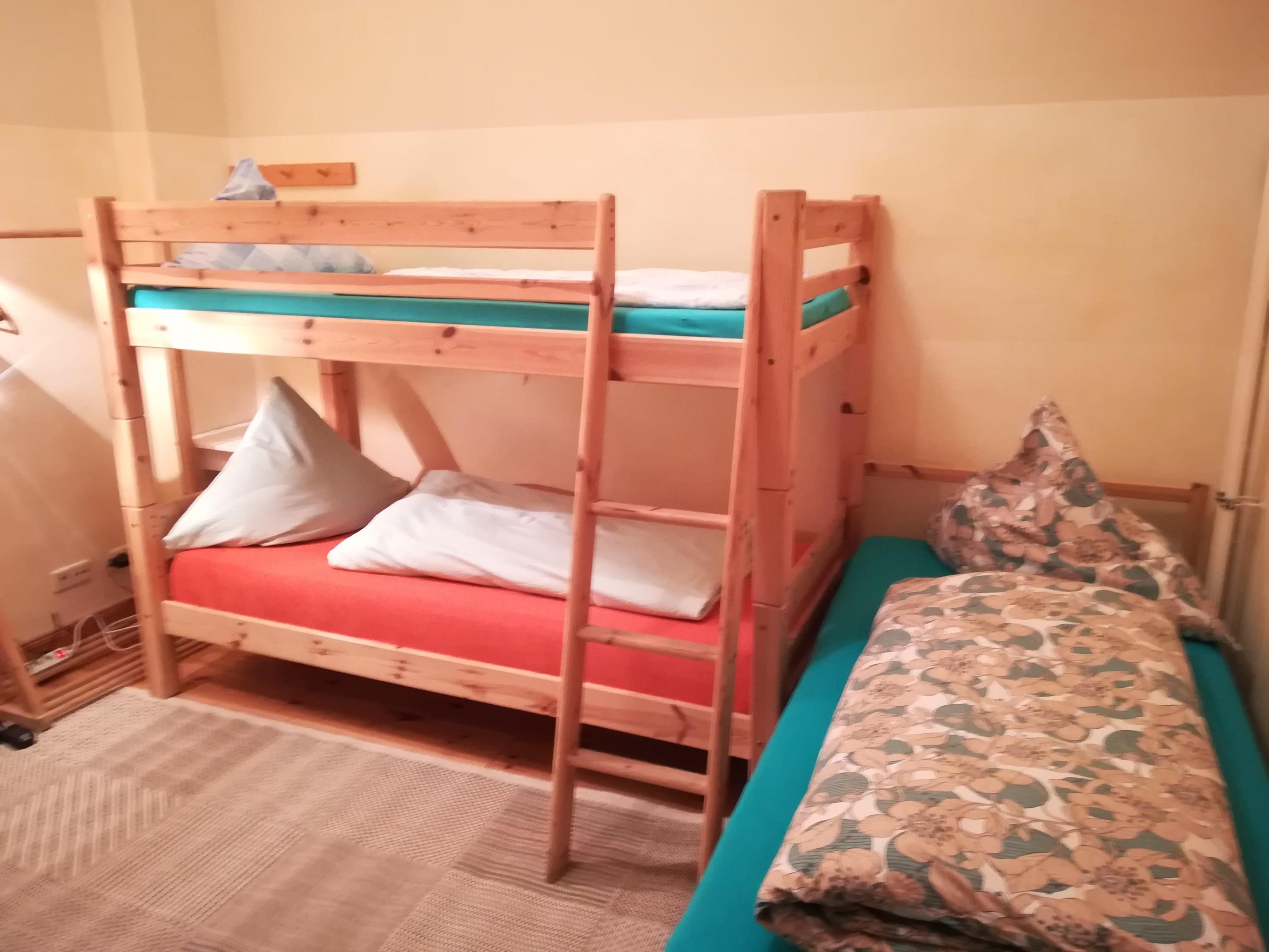 Dreibettzimmer-Gemeinsames Badezimmer-Aussenzimmer - Privat  - Basistarif