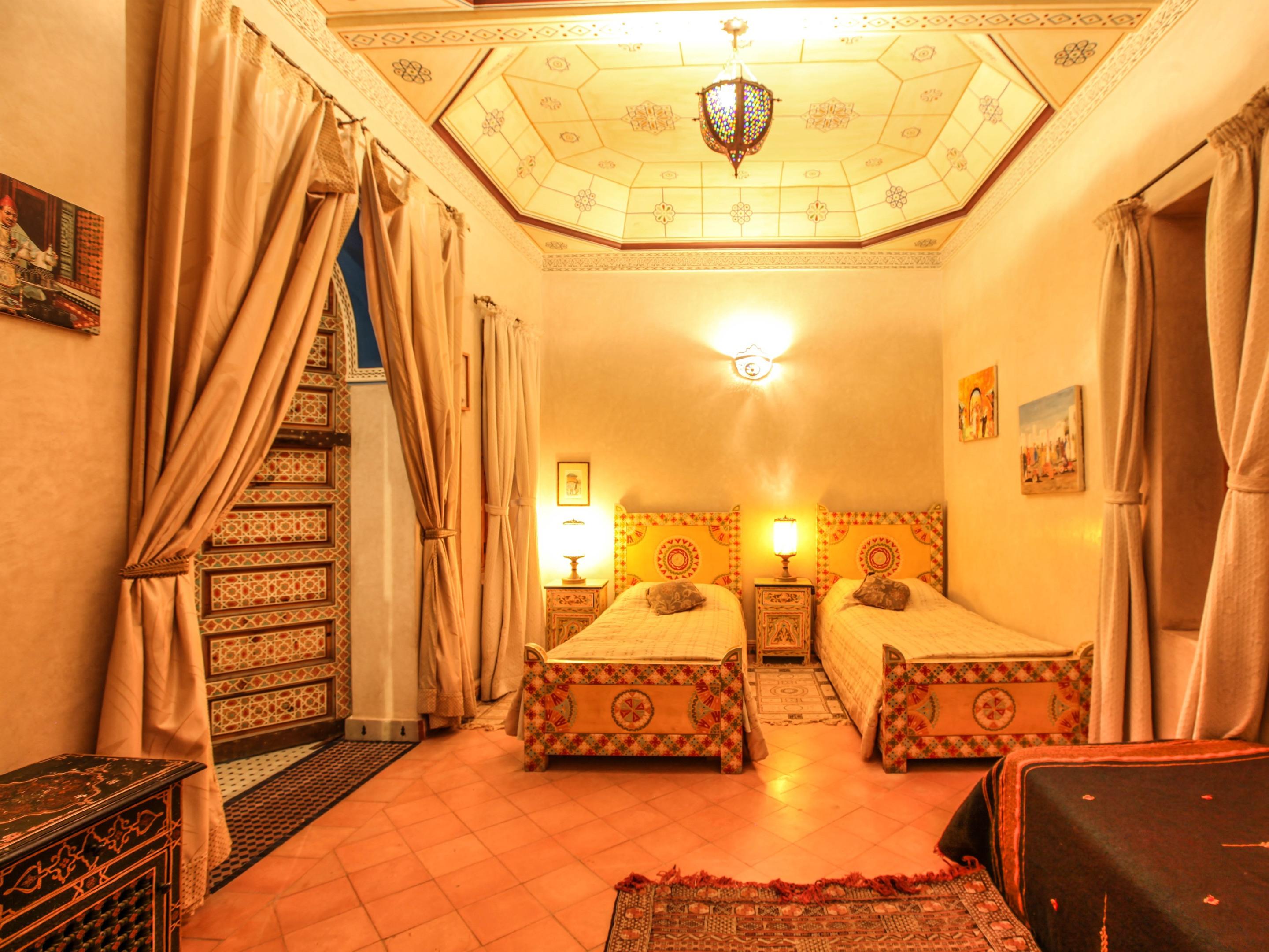 Jaune-Quadruple-Romantique-Salle de bain-Vue sur Piscine - Tarif de base