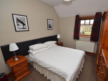 1 bedroom apartment bedroom