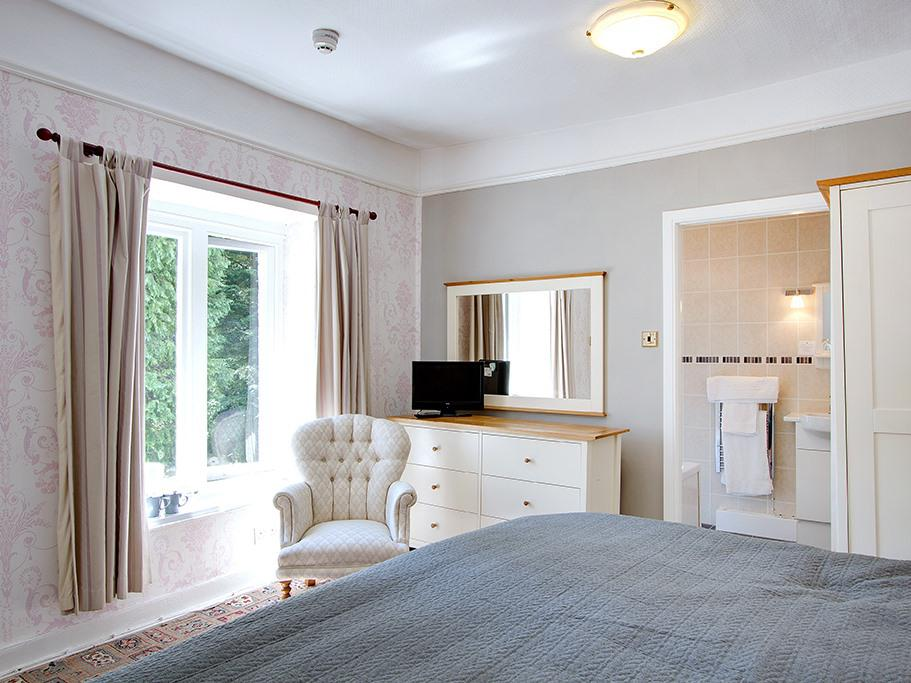 Double or Twin-Classic-Ensuite