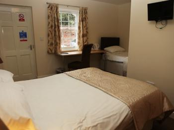 Family room-Ensuite-Sleeps 3 (Ground Floor)