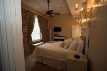 Alixis room 1