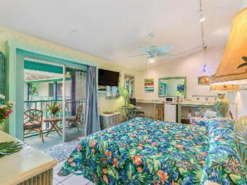 319 Orchid/ Deluxe -  King – Lanai; Ocean View