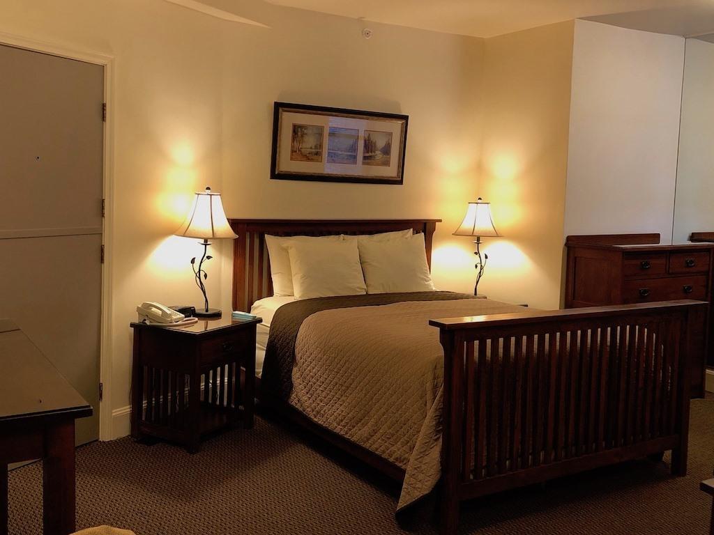 Premium-Triple room-Ensuite - Base Rate