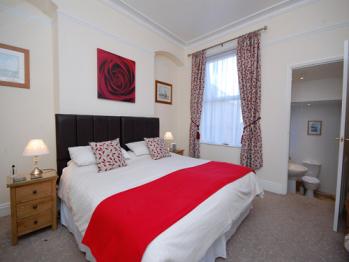 Ellies Guest House - Room 2 - King en-suite