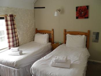 Twin room-Economy-Shared Bathroom - Base Rate