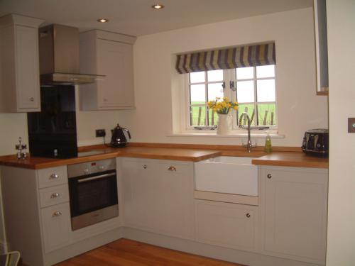 Fully Fitted Kitchen - including Dishwasher
