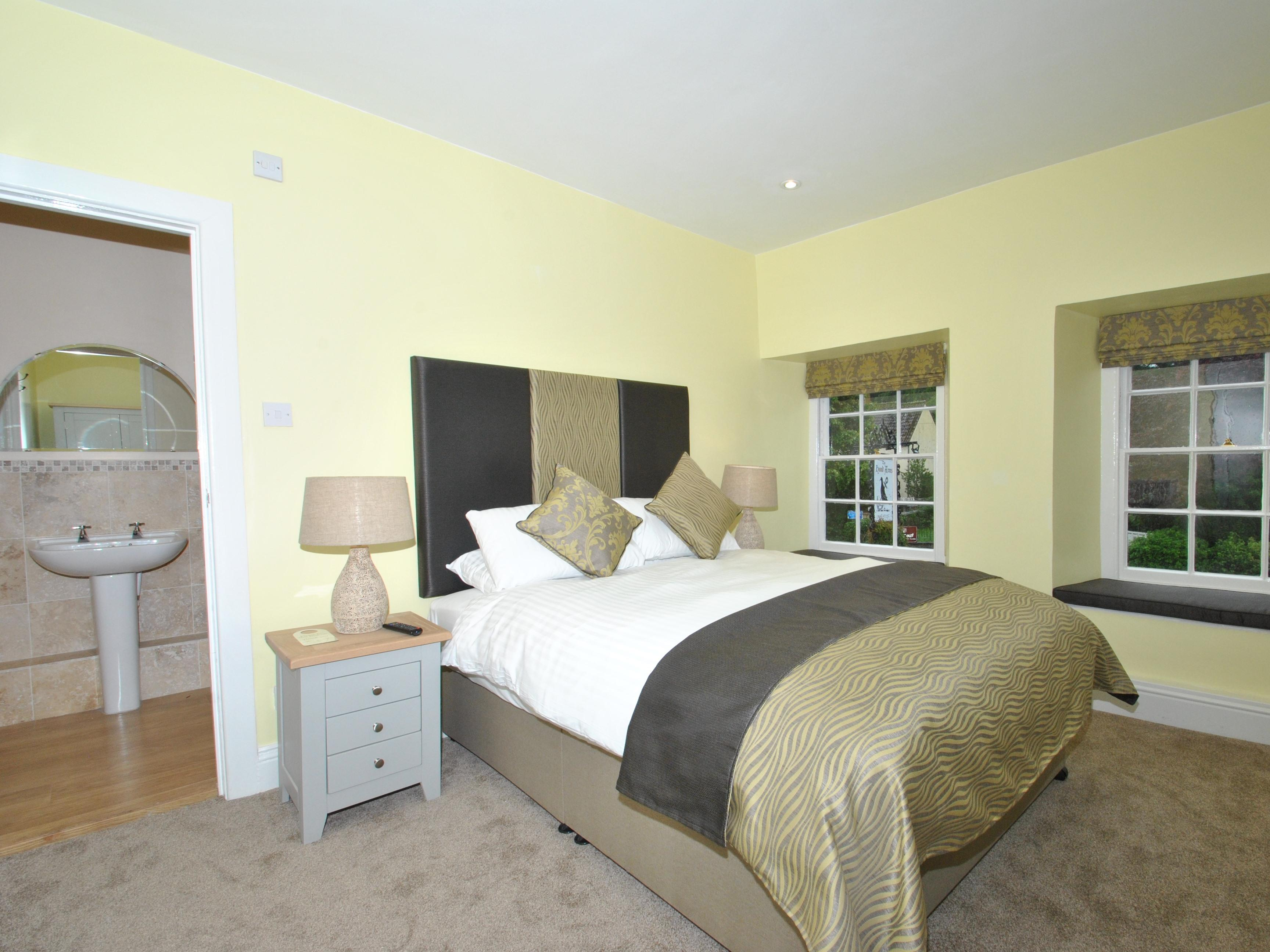 Twin room-Classic-Ensuite with Shower