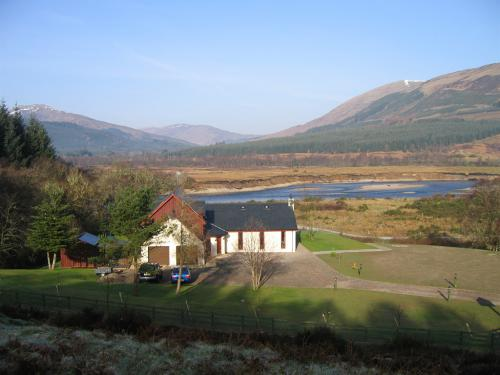 Garadh Buidhe Bed and Breakfast with view over River Lochy and mountains