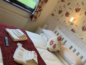 Double room-Shared Bathroom-Sea View-Iona - Base Rate