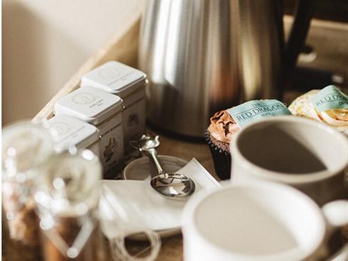 Complimentary tea, fresh coffee and cupcakes