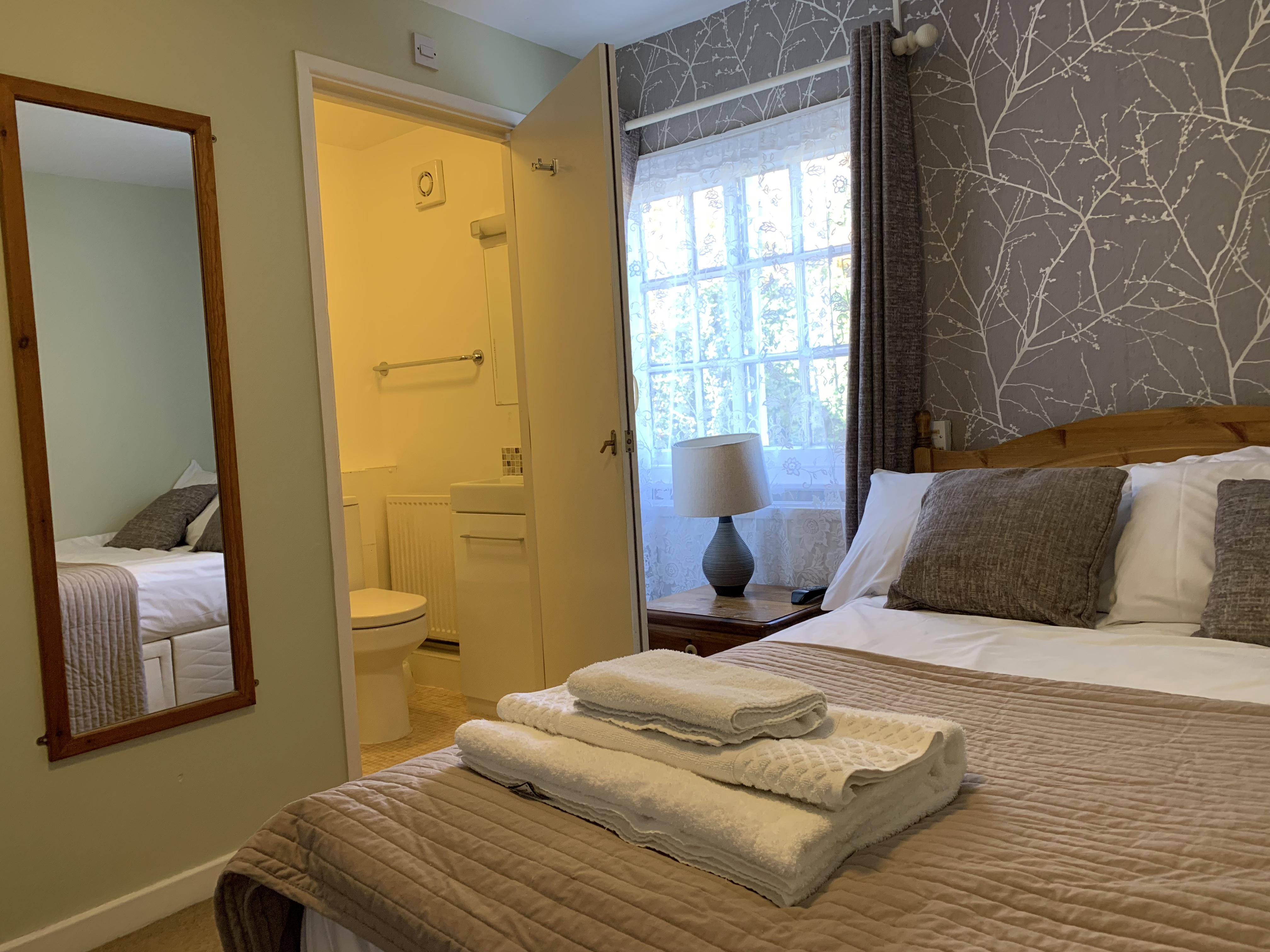 Double room-Standard-Ensuite with Shower-Small Double - Base Rate