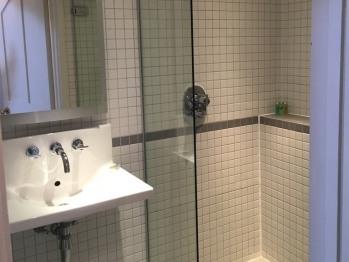 Comfort single room bathroom