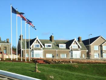 Links Lodge - Exterior view from Moray golf club. To the immediate right is BeachView Apartment, our self catering property.