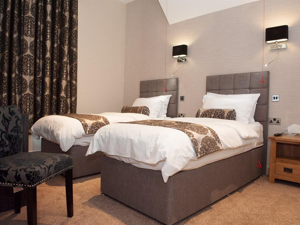 Twin room-Standard-Ensuite with Shower-Room 1 Disabled Access