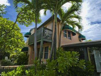 Suite Dreams Inn by the beach -