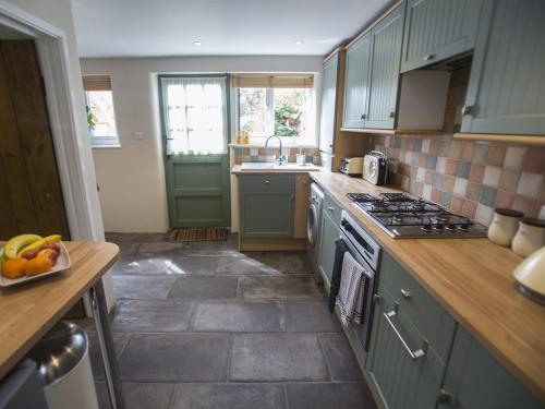 2 Withy Cottage Kitchen