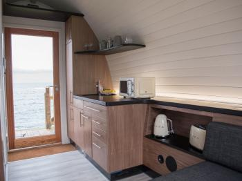 Door to the Shore has a Kitchenette with Fridge, Microwave, Toaster and Kettle, Espresso Machine and complimentary tea, coffee and toiletries. All Linen, towels , kitchen utencils supplied.