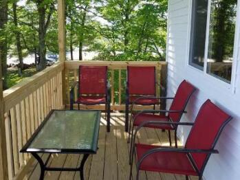 Deluxe Queen Cottage Porch