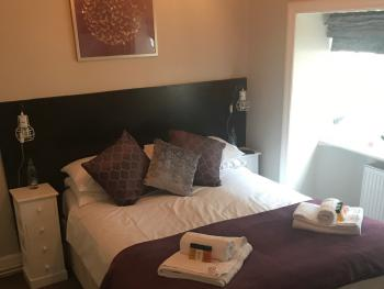 Double Ensuite with Bath Breakfast Included