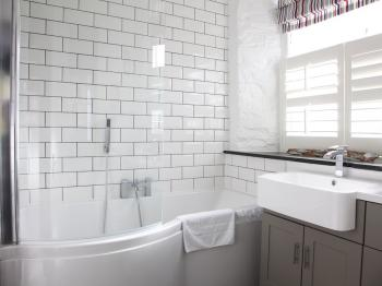 Menabilly - Ensuite Bathroom
