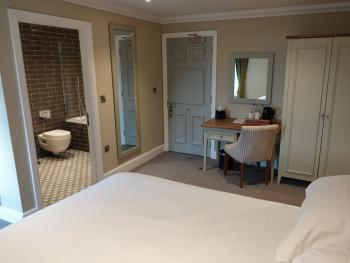 Family room-Superior-Ensuite with Bath-Park View-River Facing