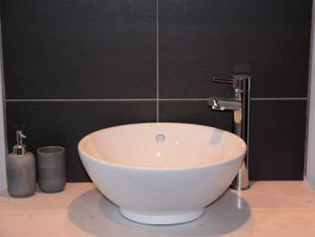Contemporary fitted bathroom