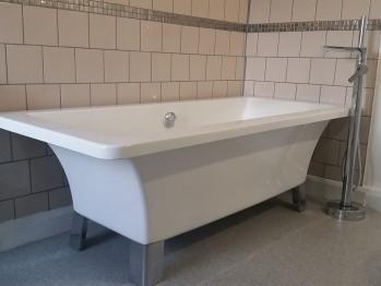 Beazley free standing bath