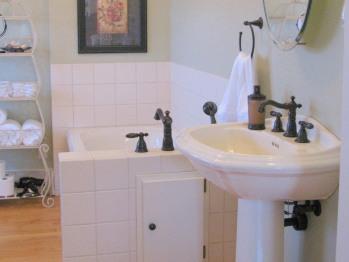 Victoria Room Ensuite Bathroom