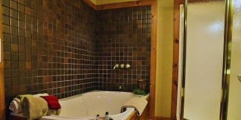 Whitetail Room Bathroom with whirlpool tub at Bear Mountain