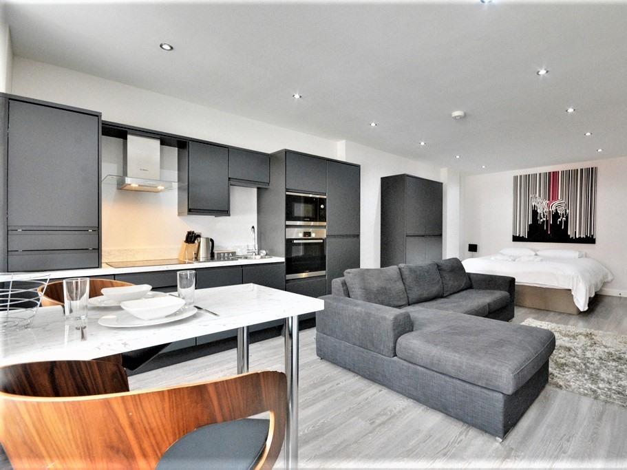 Studio-Premium-Ensuite with Shower-Street View-Studio apartment > - Base Rate