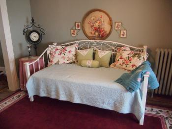 Maid's Suite Living Room with daybed