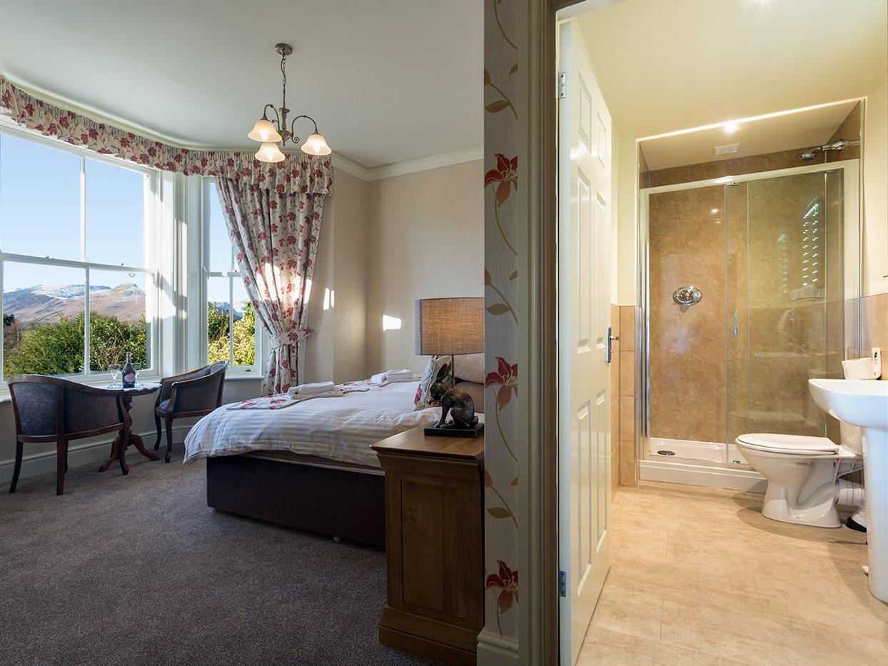 Double or Twin-Ensuite with Shower-Lake View