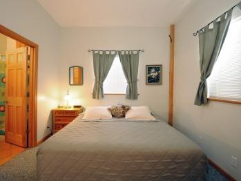 Wagon room - King bed, private en-suite bath
