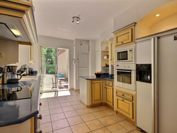 Kitchen , back garden side