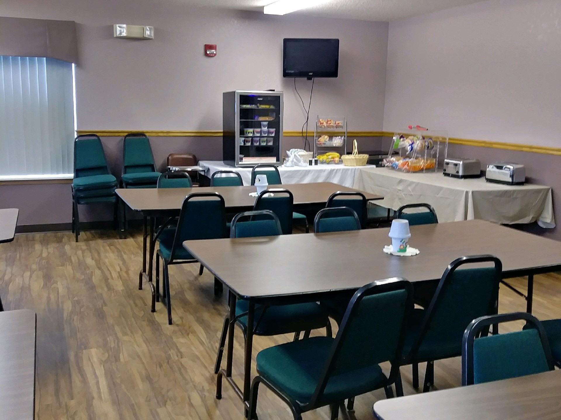 Unit-Ensuite-Standard-Breakfast/Meeting Room
