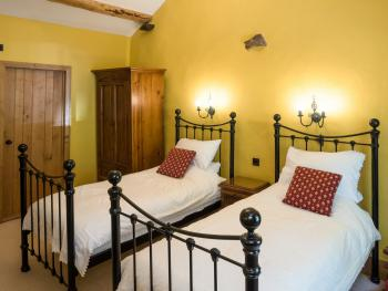Twin room-Deluxe-Ensuite-Garden View-Room 1 - Twin room-Deluxe-Ensuite-Garden View-Room 1