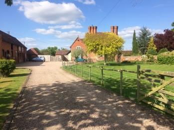 Gilberts End Farm B&B - The Approach