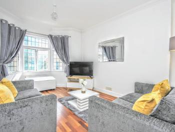 Celebrity Apartments - Queens Square -