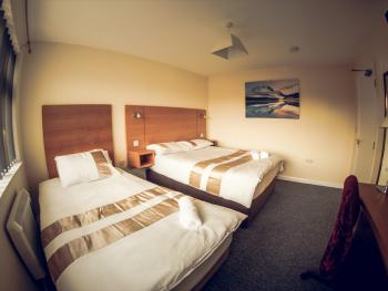 Hallam's Guest House - Triple Room